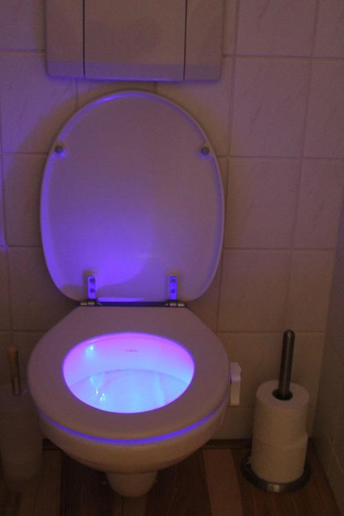 lumi re de toilettes design le dindon. Black Bedroom Furniture Sets. Home Design Ideas